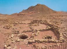 Остатки древних плавильных печей в Тинмне (Израиль). К резервуарам, где собирался металл, вели каменные желоба ориентированные на доминирующие ветра